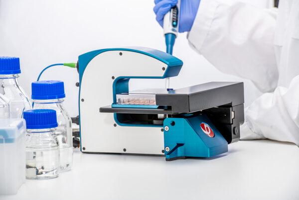 En maskin i laboratoriemiljö